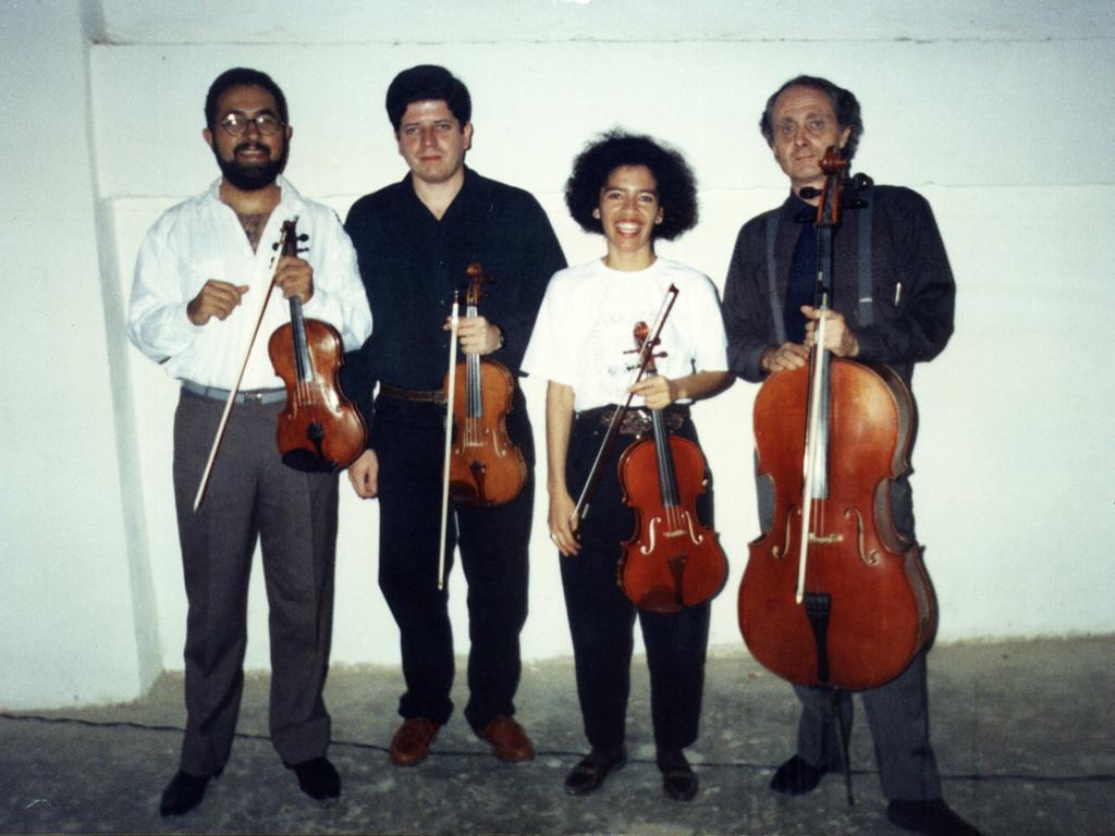 Pedro Guerrero y Randy Laya, violines; Indira Seijas, viola y Bogdan Trochanoswski, cellista. Todos miembros de OSV